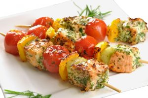 Sticks with grilled vegetables and salmon