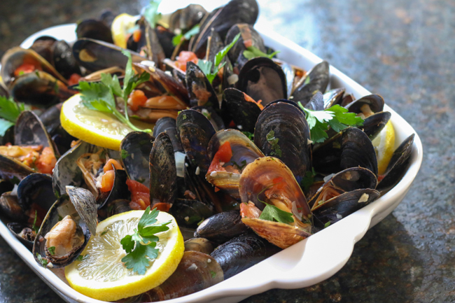 Mussels in Tomato & white wine sauce
